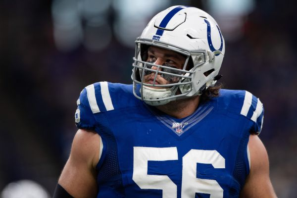 Colts G Nelson exits with ankle injury vs. Titans