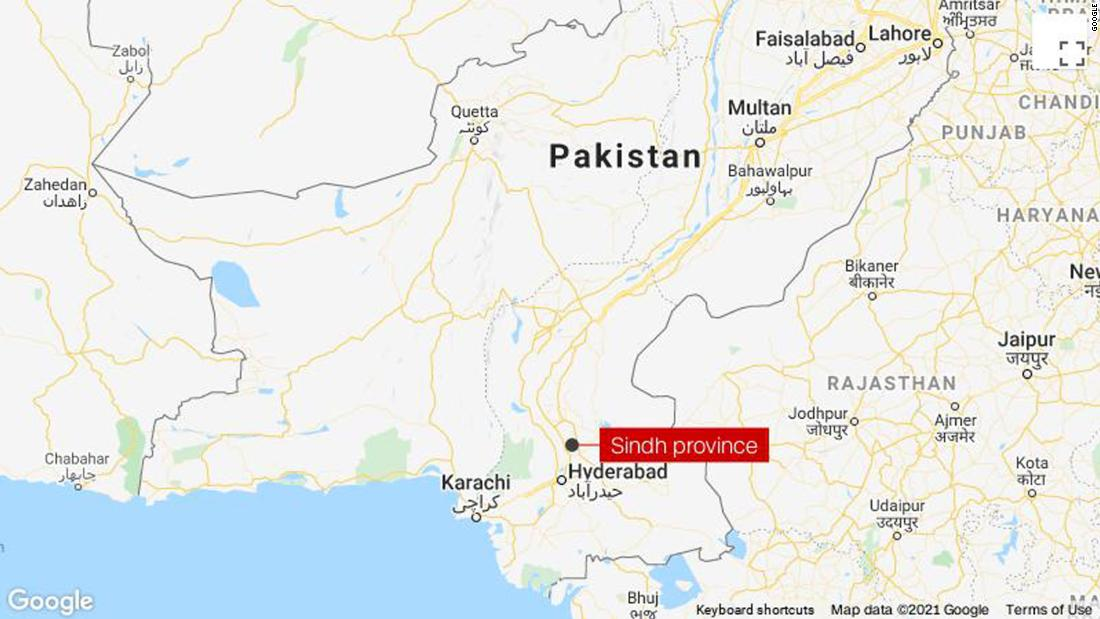 At least 20 killed in train crash in southern Pakistan