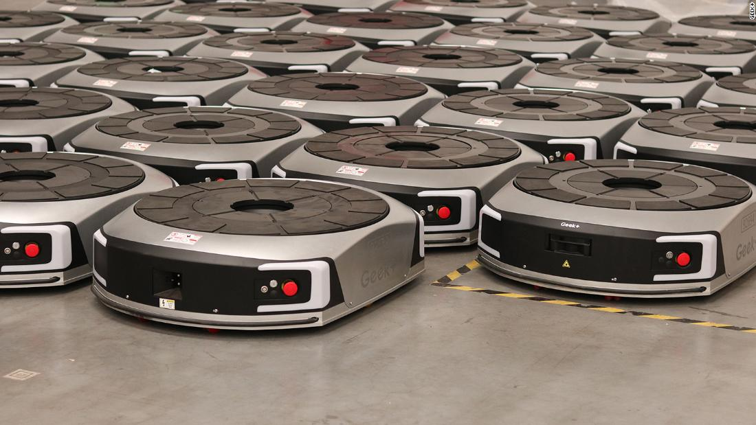 This swarm of robots gets smarter while it works