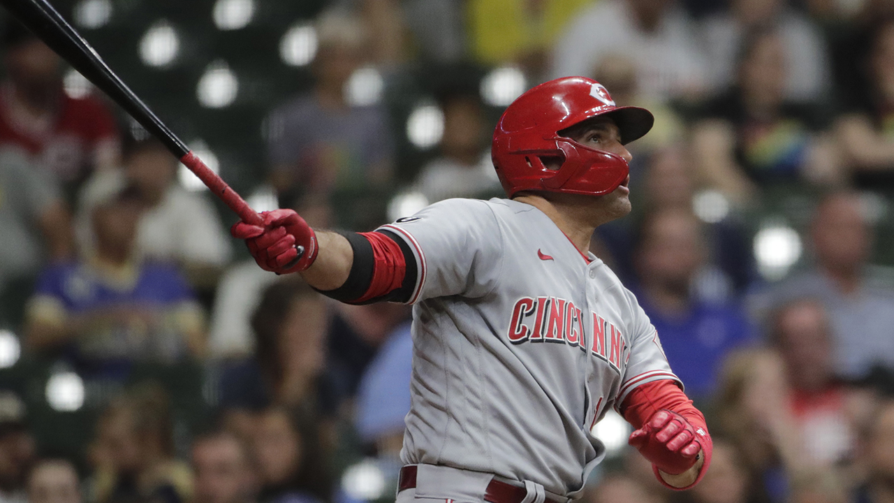 Joey Votto apologizes to tearful young Reds fan for ejection with signed ball